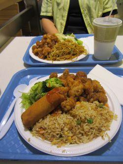 14 - Abendessen vom Food Court