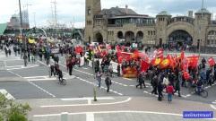Die Demos beginnen. #erstermai #demos #polizei #landungsbrücken #hamburg2015 #IrrenhausOnTour