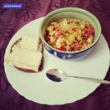 Dinner! Scheiß auf low carb - wer braucht das schon? 😆 😇 😏 Daher jetzt: Vollkornbrot mit Saint Albray und dazu Couscoussalat mit Erbsen, Tomaten und Feta. Ich geh dann mal schnabbulieren 🍅 🍞 #pmdd19 #dinner #schmeckenmusses